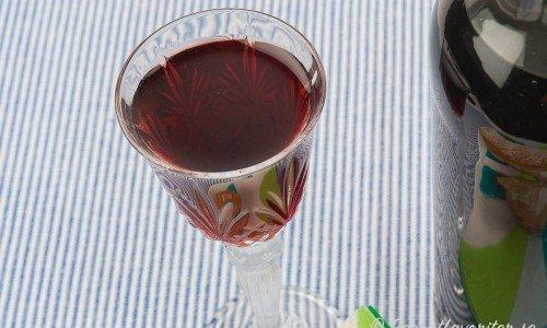 Körsbärslikör i glas