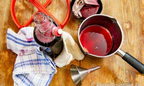 Silad körsbärssaft på flaska