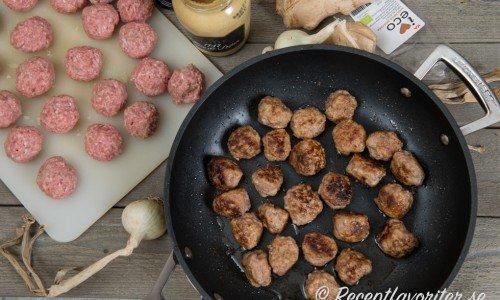 Recept på olika varianter av köttbullar