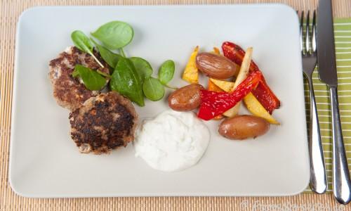 Köttfärsbiffar med vitlök, fetaost och oregano