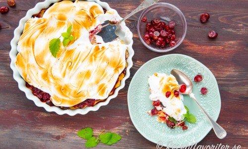 Krusbärspaj med maräng. Söt maräng blir gott med syrliga krusbär på knaprig pajbotten.