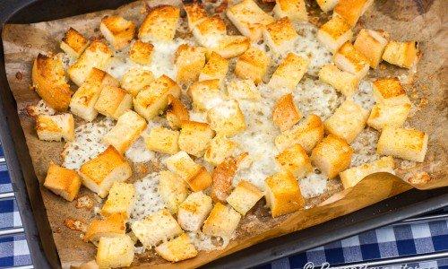 Krutonger med ost och vitlök till soppan
