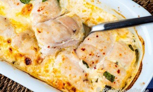 Gott med tillbehör som pasta som tagliatelle, ris, råris, pressad potatis, klyftpotatis, korngrynssallad eller quinoa.