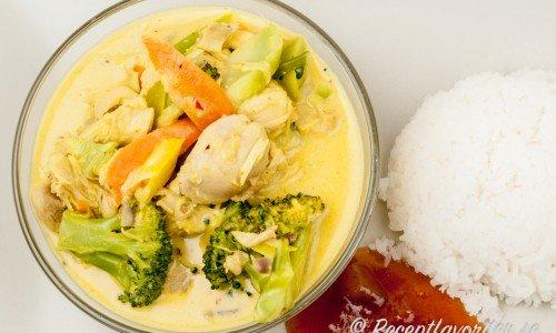 Kyckling med currysås, grönsaker, ris