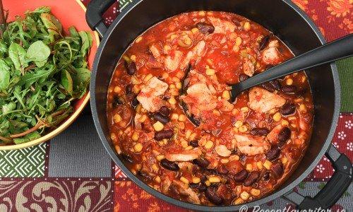 Kycklingchili - en variant på chili con carne med kyckling istället för köttfärs.