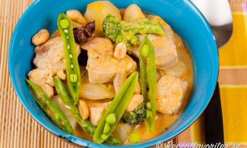 Kycklingcurry med kokosmjölk och röd curry