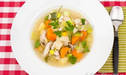 Kycklingsoppa med potatis och grönsaker