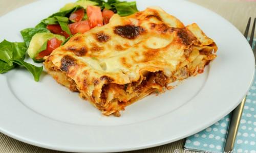 En klassisk lasagne fylld med köttfärs- och tomatsås samt ostsås.