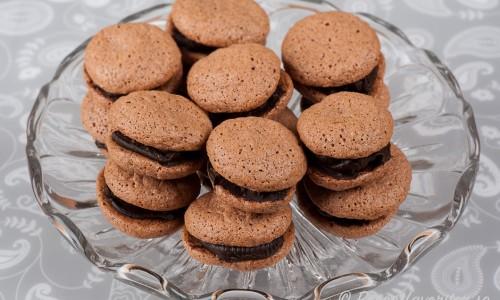Macarons med choklad eller chokladmacarons