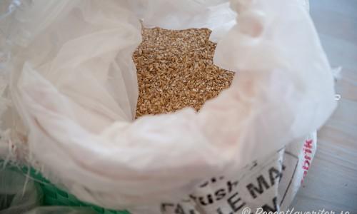 Mald malt - Pale malt - eller pilsnermalt är grunden som kompletterades med hel smakrik karamellmalt Park Crystal och Aromatic.