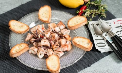 Marinerad bläckfisk till tapas, bläckfisksallad, buffé eller som förrätt.