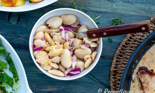 Marinerade vita bönor med rödlök och olivolja