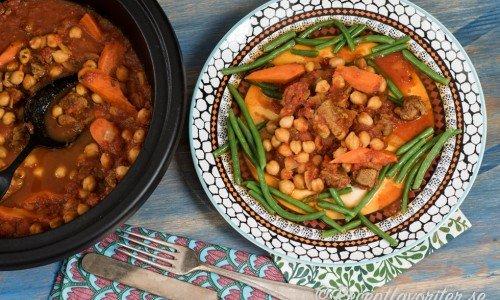 Servera med gröna bönor, couscous, harissa och hummus.