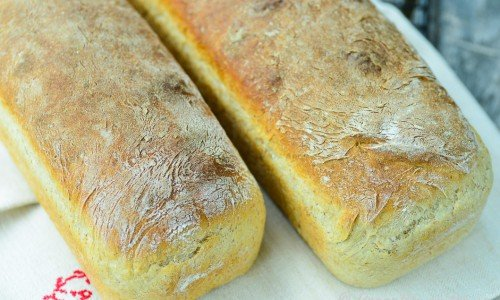 Ett ljust matbröd som passar till vardags, limpa, mackor, toast, rostbröd och till det mesta.