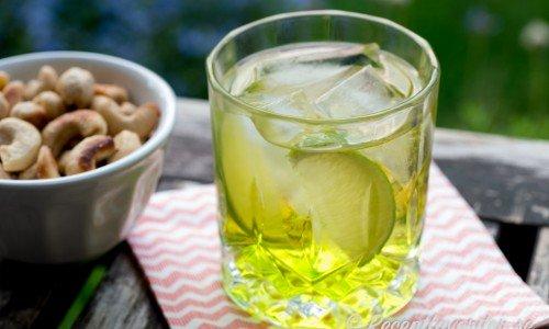 Cocktail med Midori och Ginger Ale