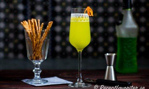 Cocktail med Champagne, Midori melonlikör och apelsinjuice.