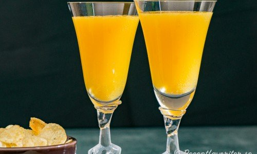 Mimosa cocktail i glas