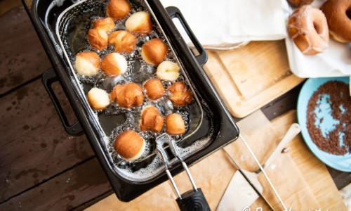 Minimunkar eller minidoughnuts i fritös