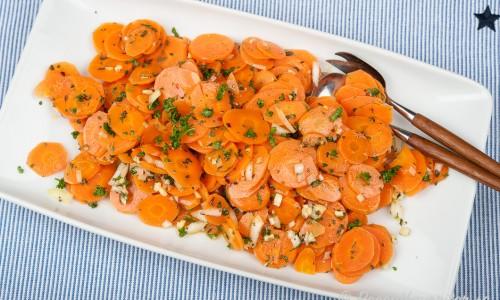 Morotssallad - en slags kokta marinerade morötter som passar till det mesta - vardag till fest.