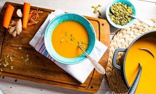 Morotssoppa i tallrik