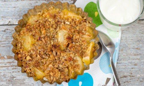 En äppelpaj med lite nyttigare smuldeg på toppen blandad av bland annat fiberhavregryn, solrosfrön och nötter.
