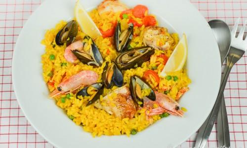 En tallrik god paella - spansk rispytt.
