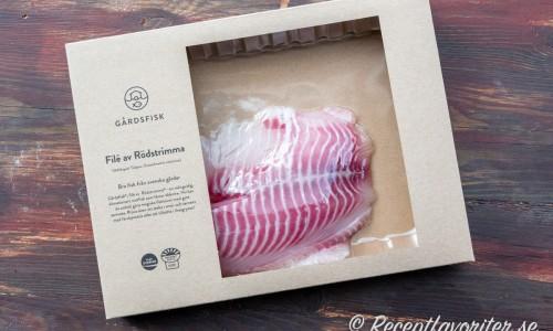 Förpackningen med rödstrimmafilé från Gårdsfisk