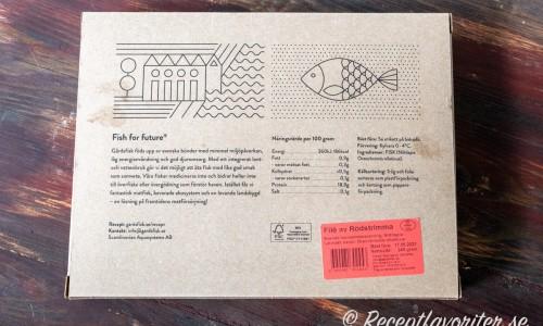 Baksidan av förpackningen med rödstrimma från Gårdsfisk med lite mer information om fisken.