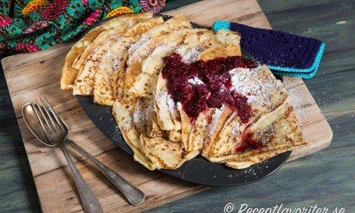 Recept på olika pannkakor som klassiska pannkakor ovan