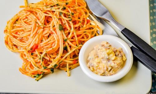 Pasta Arrabbiata med chili, vitlök, färsk basilika, tomatsås och sardellsmör