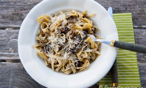 Pasta Tagliatelle med trumpetsvamp och parmesan