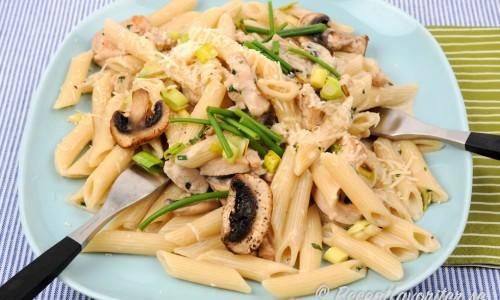 Penne pasta med strutsfile, svamp och grädde