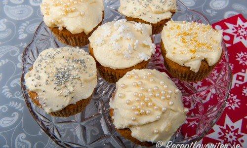 Juligt strössel passar på muffinsen.