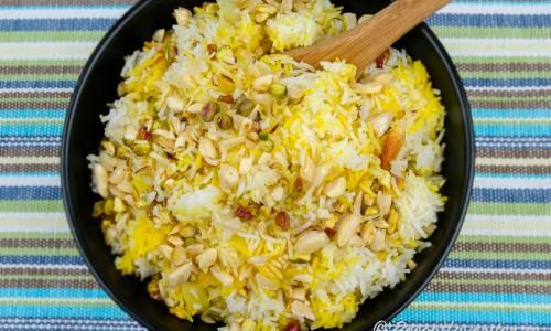Persiskt ris med saffran och potatis i skål