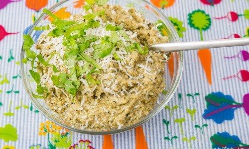 Pesto på solrosfrön i skål