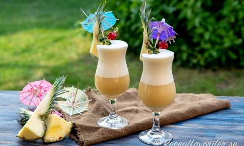 Två Piña Colada cocktails