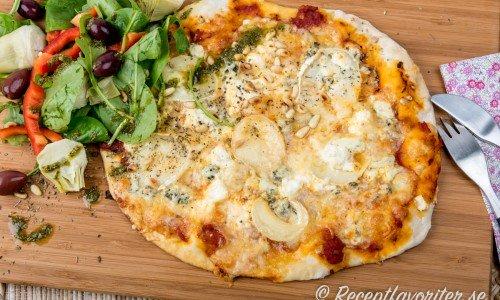 Pizza Quattro Formaggi med fyra ostar