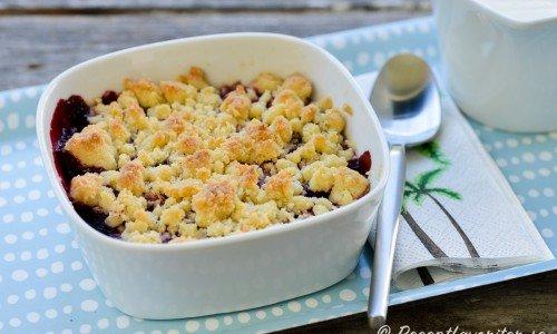 Portionspaj eller minipaj med knaprig smuldeg och massor av goda sötsyrliga svenska blåbär.