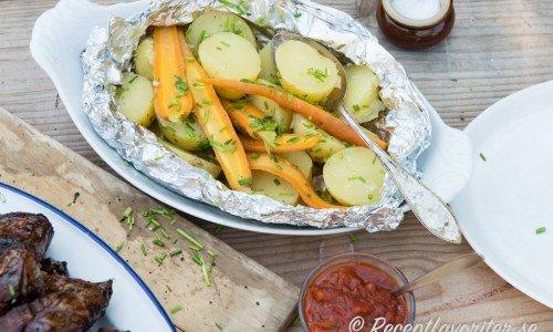 Potatis och morötter i folie