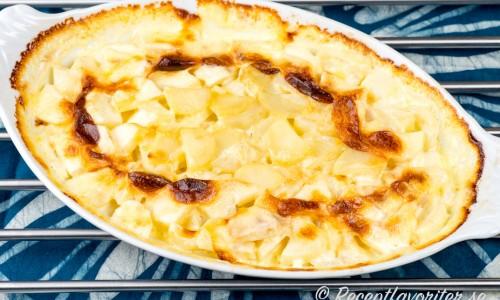 Potatisgratäng med chevre, getost eller fårost får en god smak av osten.