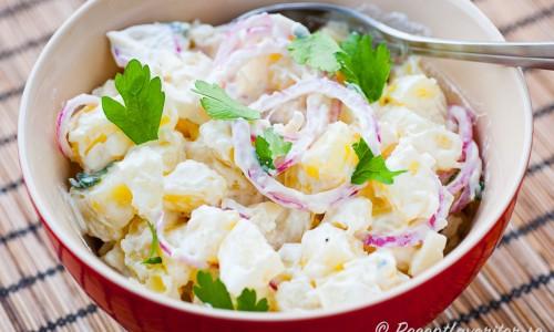 Potatissalladen i skål