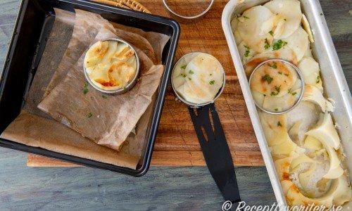 Hit kan du förbereda och ha i kylen fram till att det är dags att värma och servera.