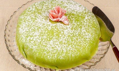 Prinsesstårta eller marsipantårta på tårtfat