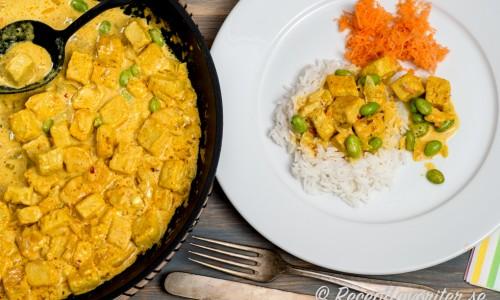 Gott med ris och någon grönsak som finrivna morötter eller sallad till.