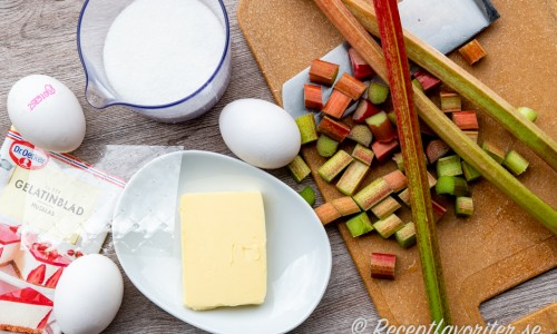 Ingredienser till rabarbercurden