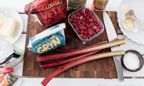 Ingredienser till rabarber- och hallonpajen