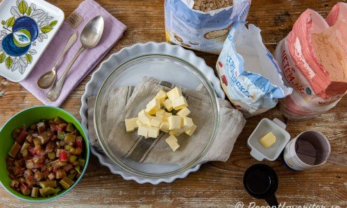 Ingredienser till rabarberpajen