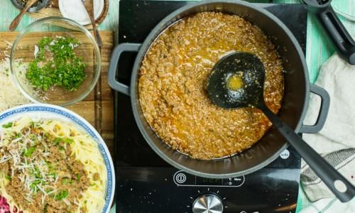 Klassiskt med tagliatelle till samt äkta parmiggiano-reggiano parmesan toppat med lite persilja.