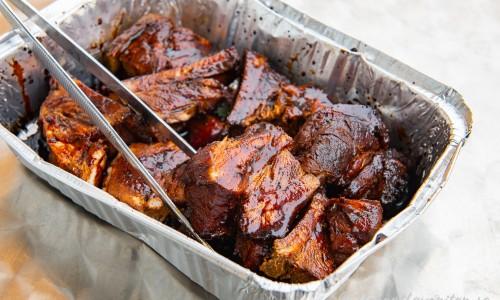 Revbenen kan förvaras i kylen förberedda i bitar i marinad redo att värmas.