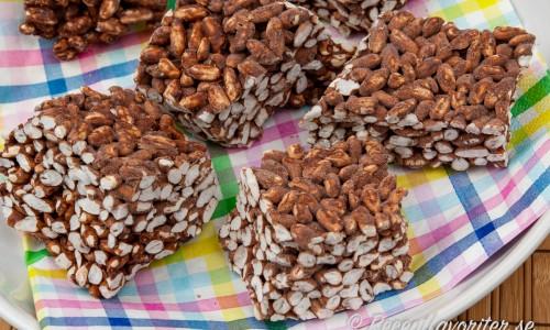 Risbräck med choklad på tallrik